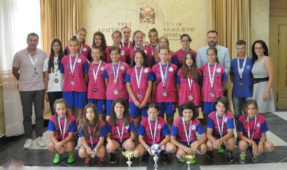 "Fudbalerke ""Šumadije 1903"" osvojile dve medalje u Mađarskoj"