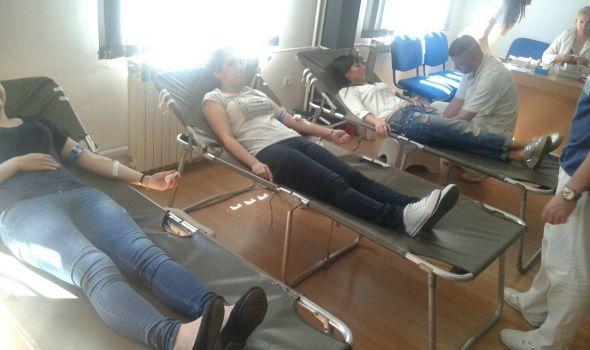 Studenti medicine prikupili 55 jedinica krvi (FOTO)
