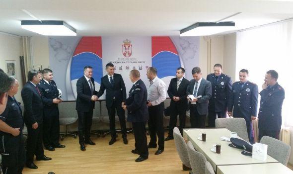 Nagrađeni najbolji policajci i vatrogasci (FOTO)
