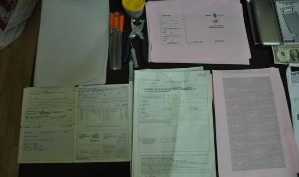 Falsifikovali šta su stigli: Kragujevčani pravili lažne evre i dokumenta stranih država (FOTO)
