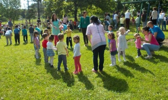 """Rastimo uz ples: 800 mališana pleše na """"Čika Dači"""""""