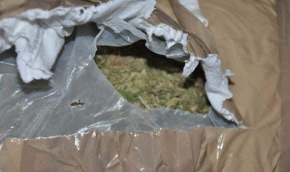 """""""Pali"""" dileri sa 2,5 kilograma marihuane"""
