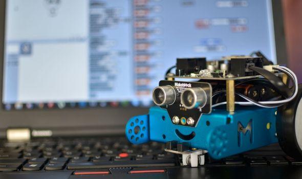 U škole stižu mBot roboti