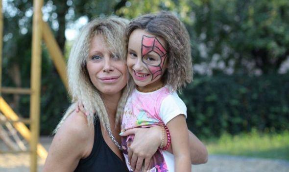 Jelena Jovanović Erdoglija: Ona obožava svoj posao, a žene obožavaju Jecu babicu