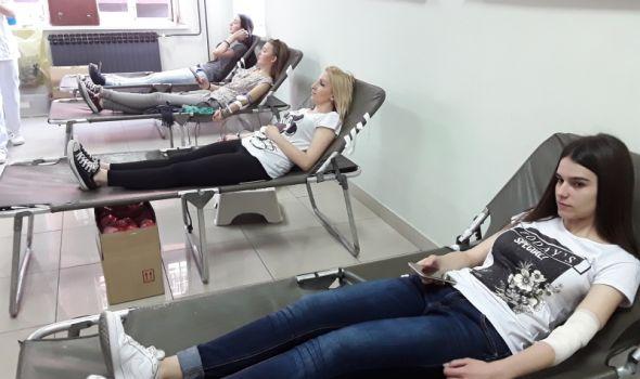 PROLEĆNA KAMPANJA: Studenti prikupili 200 jedinica krvi (FOTO)