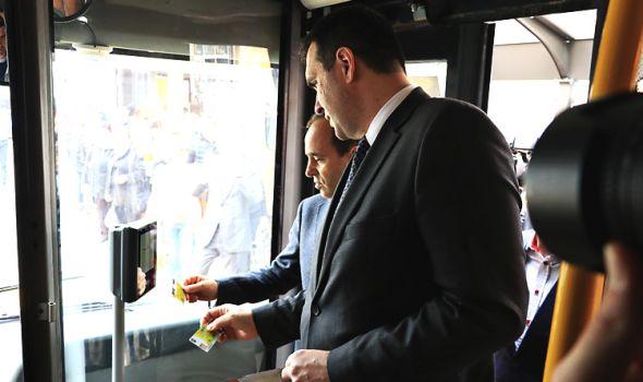 """Pušten u rad eKG sistem za ELEKTRONSKU NAPLATU KARATA u gradskom prevozu, prvi se """"otkucao"""" ambasador Turske (FOTO)"""
