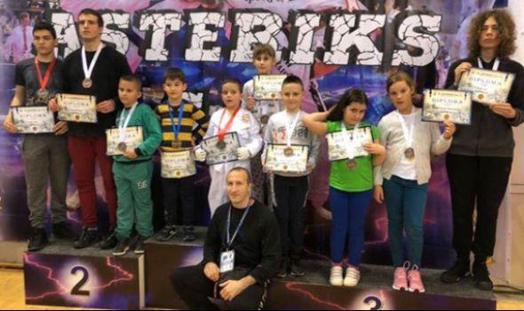 Kragujevačkim tekvondistima 16 medalja na Asteriks kupu u Nišu (FOTO)