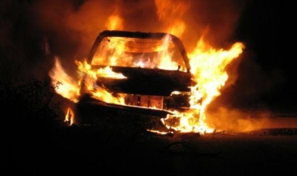 Policajcu zapalili automobil u dvorištu njegove kuće! (FOTO)