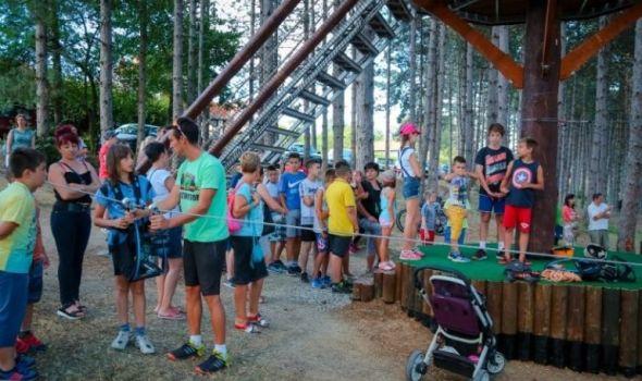 Međunarodni dan mladih: Besplatni vaučeri za otvorene bazene i Avantura park