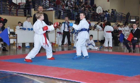 """Karatisti """"Juniora"""" osvojili 16 medalja u Inđiji"""