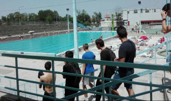 Startovala kupališna sezona na otvorenim bazenima i jezeru u Šumaricama (FOTO)
