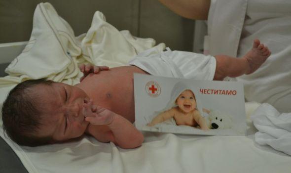 Darivano 45 beba rođenih u Nedelji Crvenog krsta