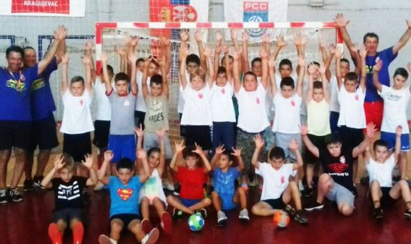 Uspešan start besplatne škole rukometa