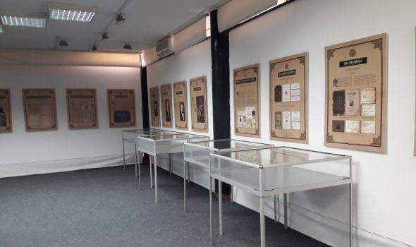 Izložba radova učenika Druge tehničke škole u biblioteci