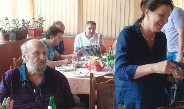 """Pola grada u """"Biblioteci kod Milutina"""": Prikupljeno više od 150 JEDINICA KRVI, VO na ražnju za okrepljenje"""