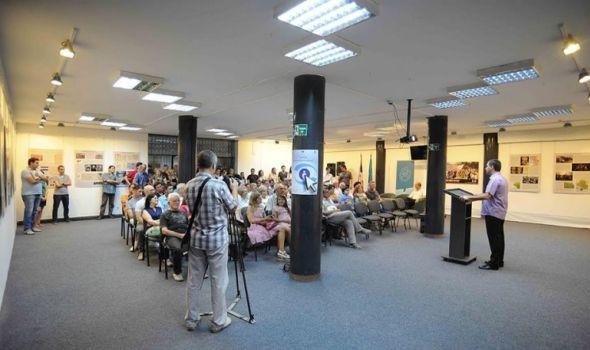 """Tribina """"Od populizma do aktivizma - Umetničke i medijske prakse danas"""" u biblioteci"""