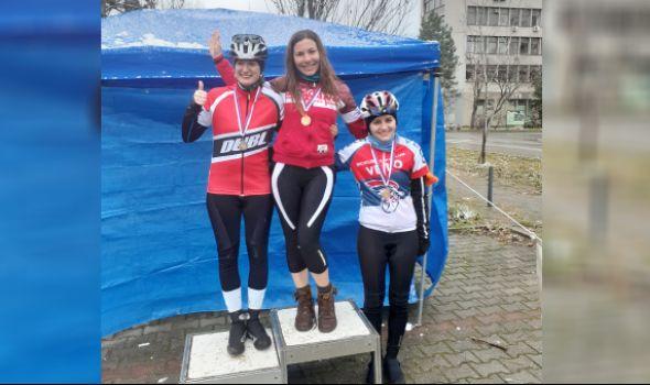 Biciklisti Radničkog trijumfovali u Novom Sadu (FOTO)