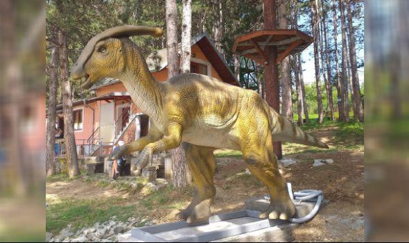 Stigao DINOSAURUS na Šumaričko jezero (FOTO)