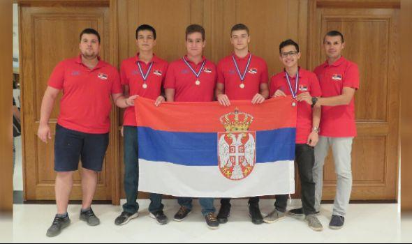 Predvođena docentom kragujevačkog Univerziteta ekipa Srbije trijumfovala na Balkanskoj informatičkoj olimpijadi u Grčkoj