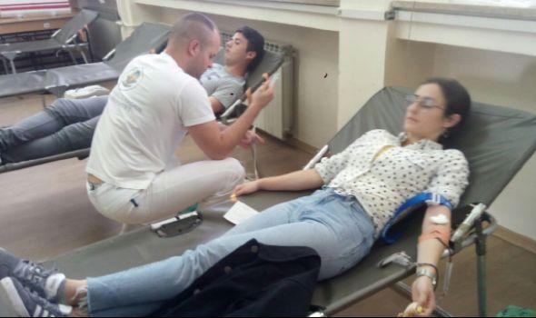 PROLEĆNA KAMPANJA za studente: Na Ekonomskom fakultetu prikupljeno 15 jedinica krvi (FOTO)