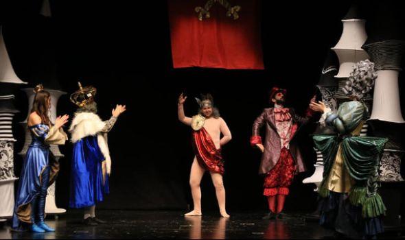 """Predstava """"Goli kralj"""" u Pozorištu za decu"""