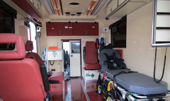 Ekipa Hitne pomoći povređena u saobraćajki dok je prevozila životno ugroženog pacijenta