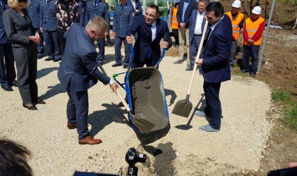 Počela izgradnja JEFTINIH STANOVA, ministar Vulin položio kamen temeljac (FOTO)