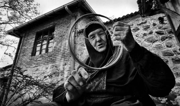 """Izložba fotografija """"Knić i Gruža kroz objekte"""" u Domu omladine"""
