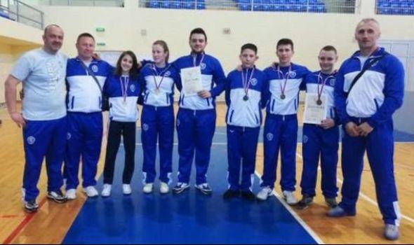 Karatisti Juniora osvojili 18 medalja u Čačku i Smederevu