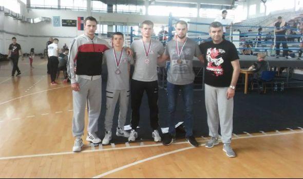 """Kik-bokserima """"Radničkog"""" četiri bronze u Vlasotincu"""