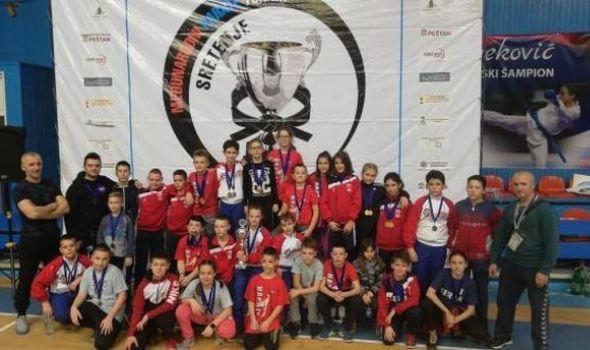 Karatistima Juniora 11 zlatnih medalja u Aranđelovcu