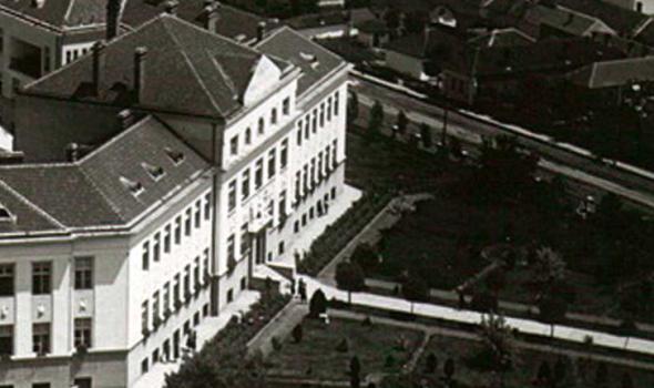 """Pomocija knjige """"Kragujevac između dva svetska rata"""" u biblioteci"""