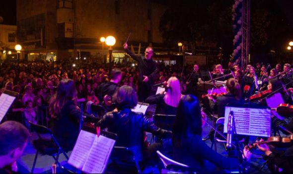 Novogodišnji koncert Kragujevačkog simfonijskog orkestra u Drugoj gimnaziji
