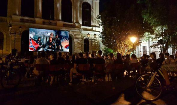 "Ponovo radi KUB: Projekcija filma ""Lepa sela, lepo gore"" na Đačkom trgu"