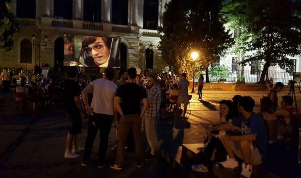 "Zatvara se KUB: Projekcija filma ""Nacionalna klasa"" na Đačkom trgu"