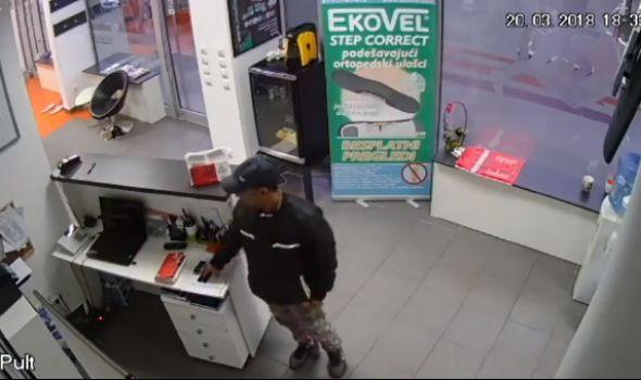 """Nepoznati muškarac ukrao telefon iz """"VF Physical"""", ali zaboravio na sigurnosne kamere (VIDEO)"""