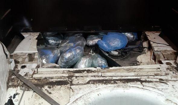Kragujevčanin uhvaćen sa 20 kilograma marihuane u automobilu (FOTO)
