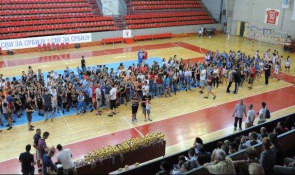 Pehari i medalje za 1.000 mladih košarkaša (FOTO)