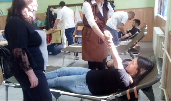 """U Medicinskoj školi """"Sestre Ninković"""" prikupljeno 26 jedinica krvi (FOTO)"""