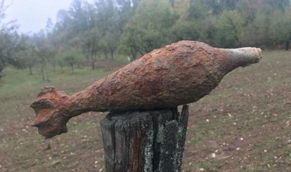 Bombe i granate gde im mesto nije: NUS na njivama i grobljima, u smeću i na drveću