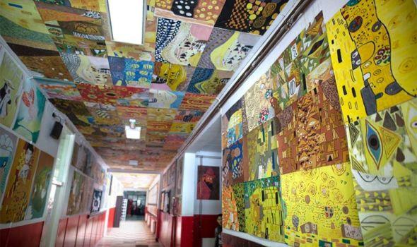 "Od radova inspirisanih slikama Gustava Klimta i Van Goga napravili mozaike i ""obložili"" školu (FOTO)"