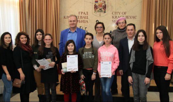"""Kragujevačkim učenicama prva tri mesta na Međunarodnom konkursu """"Ja slikam Sankt Peterburg"""""""