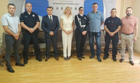 Nagrađeni najbolji policajci i pripadnici Uprave za vanredne situacije (FOTO)