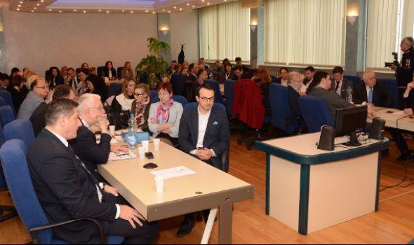 """Naučna konferencija """"Korporativno upravljanje u Srbiji"""" na Ekonomskom fakultetu"""