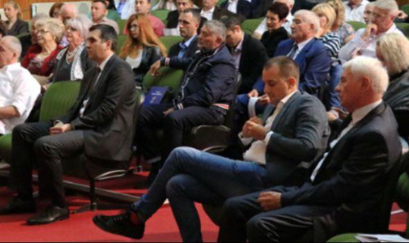 BURNO na sednici SG: Potkačili se Stevanović i Nikolić, pa se uključio i Ćetković