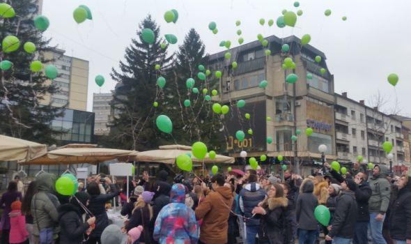 Poleteli baloni podrške deci oboleloj od raka (FOTO)