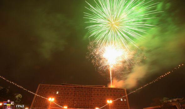 Mirna novogodišnja noć u Kragujevcu, vatromet najavio dolazak 2019. (FOTO)
