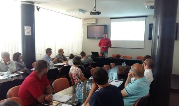 Prijava za drugi ciklus obuke za profesionalne upravnike zgrada u toku, prva tura od ponedeljka na ispitima