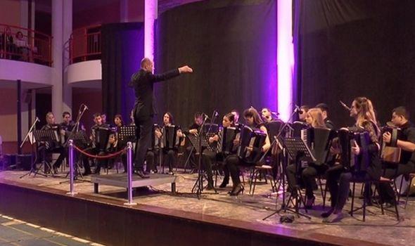 Kragujevački akademski orkestar akordeonista u Drugoj gimnaziji