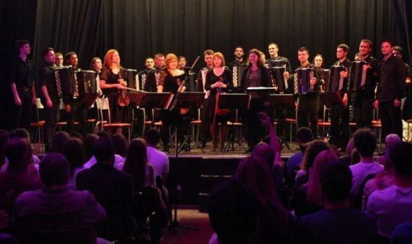 "Orkestar harmonika Kragujevac promoviše album ""Pad Berlina"""